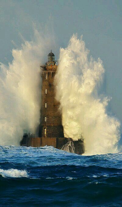 Ohhhhh, big waves. #Lighthouse in a storm!    http://www.roanokemyhomesweethome.com