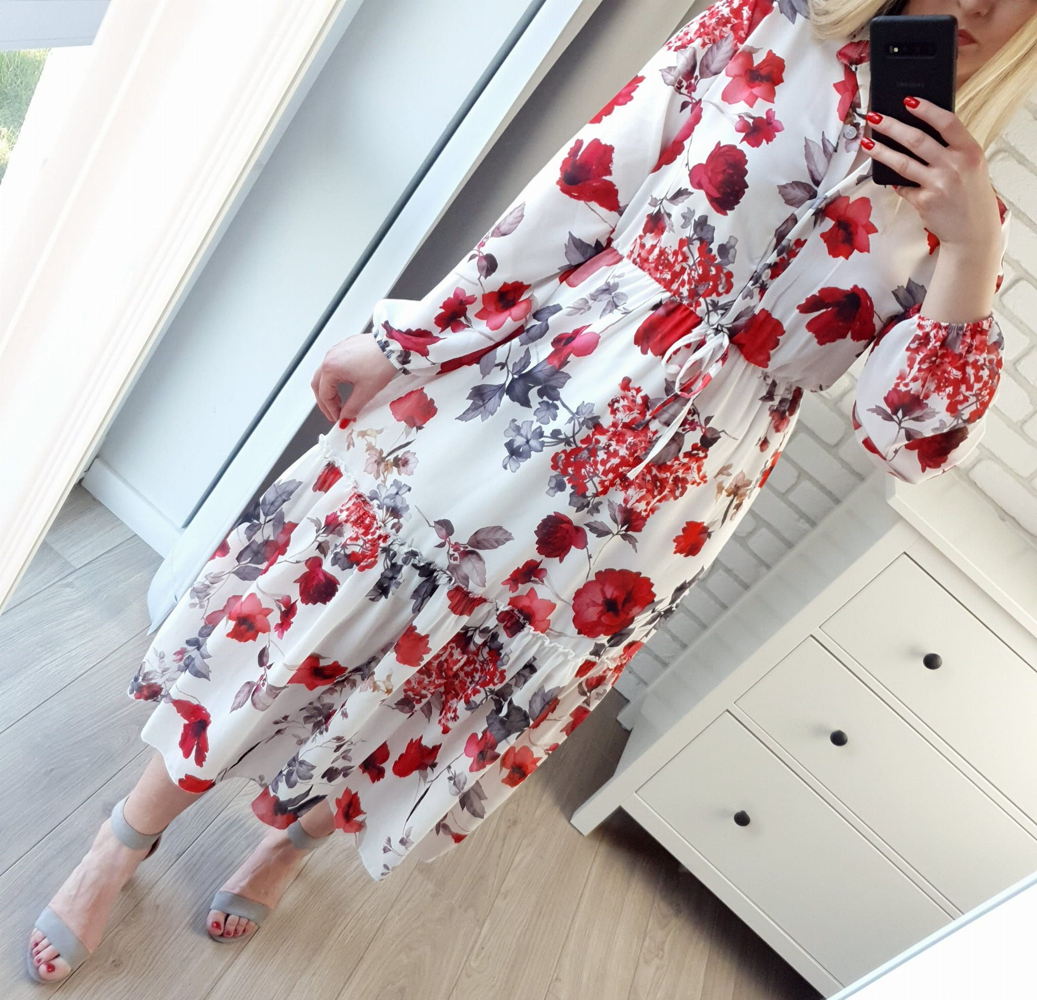 Sukienka Maxi Biala W Czerwone Kwiaty Summer Outfits Outfits Dresses