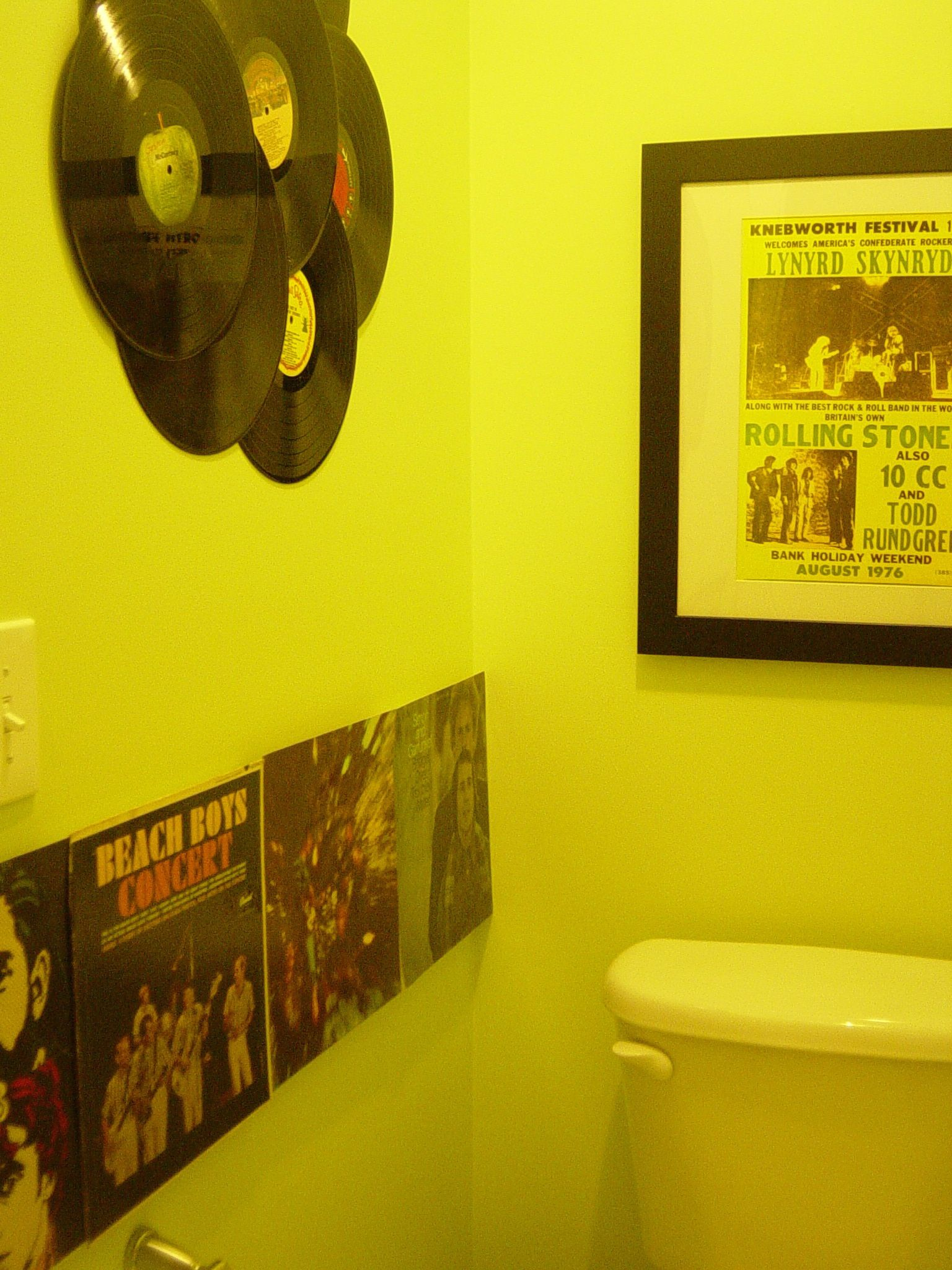 I used my old records to decorate my toilet room. | bathrooms ...