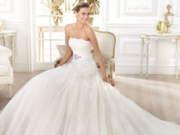 Abiti da #sposa #Bridal #dresses #Pronovias pre-collezione 2014 www.veraclasse.it/fotogallery/moda/sposa/abiti-da-sposa-pronovias-precollezione-2014/10337/2/