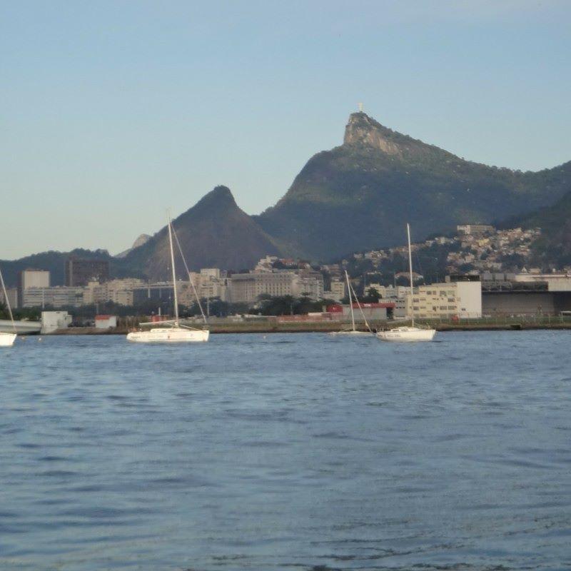 Vista do Cristo Redentor a partir da Baía de Guanabara. #agua #analisedeagua #baiadeguanabara #errejota #labhidroufrj #riodejaneiro #ufrj #rio2016 #marinadagloria #marina