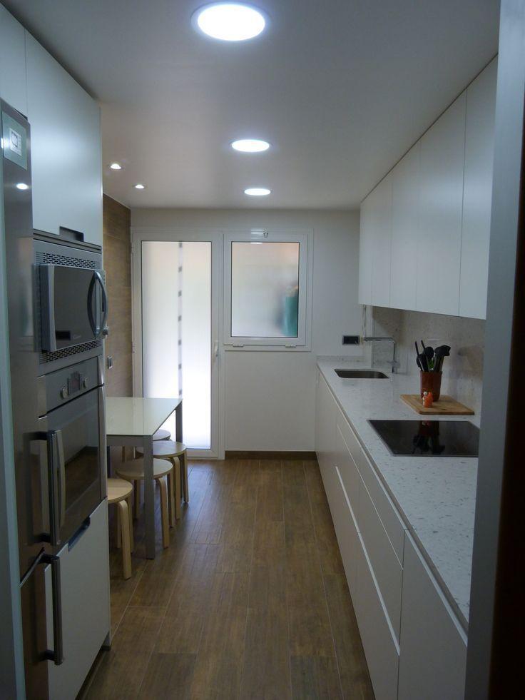 resultado de imagen de cocinas alargadas blancas - Cocinas Alargadas