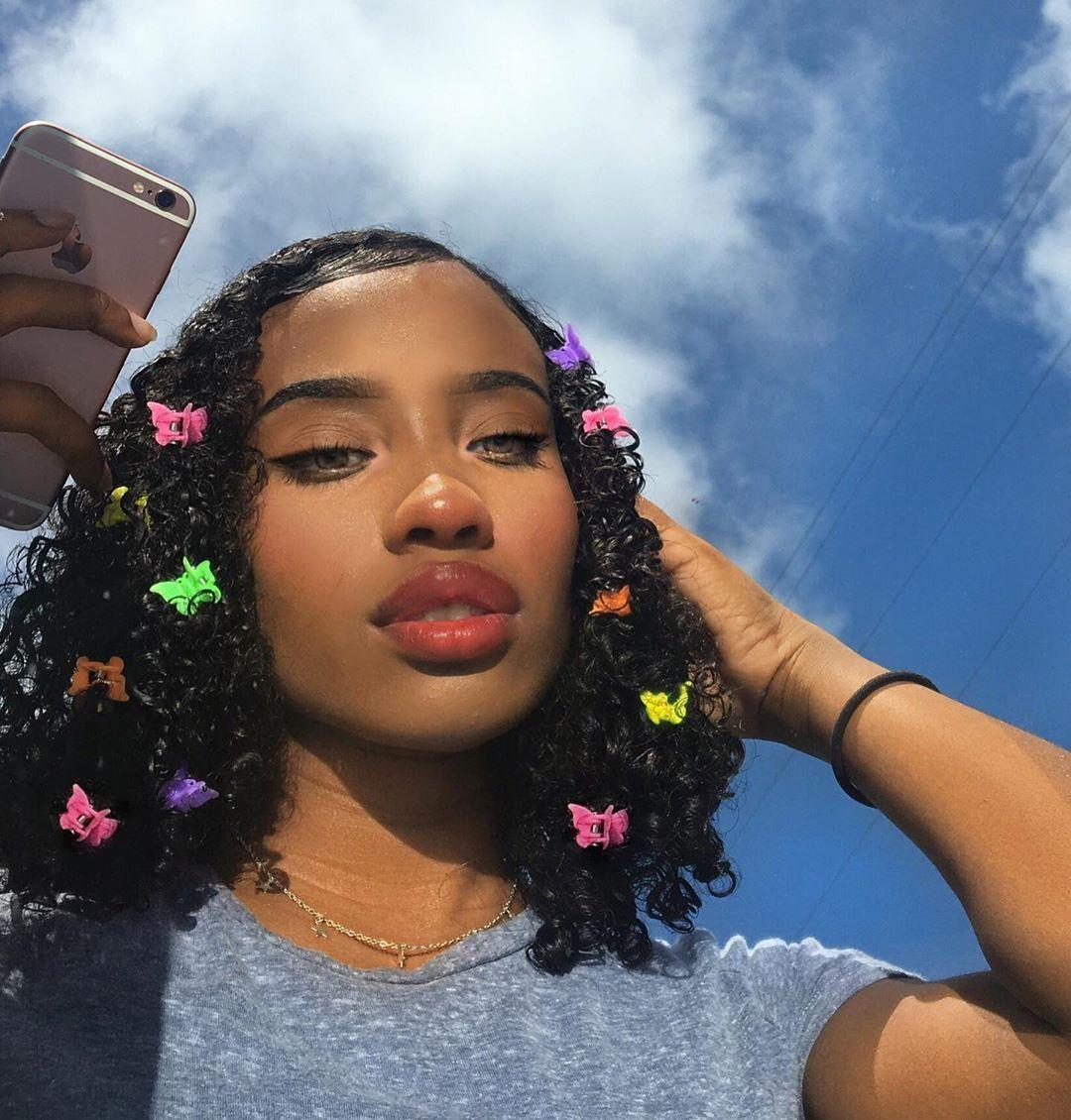 𝕹𝖎𝖈𝖔𝖑𝖊 On Instagram Butterfly Clips Sky