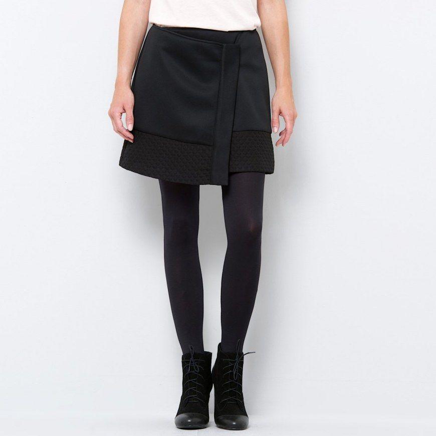 Las faldas asimétricas continúan de moda