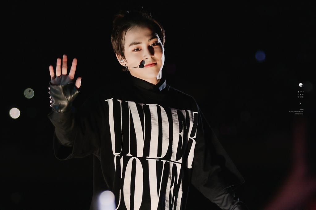 [PIC] 150524 Lotte Family Concert- Xiumin (cr buttercup)