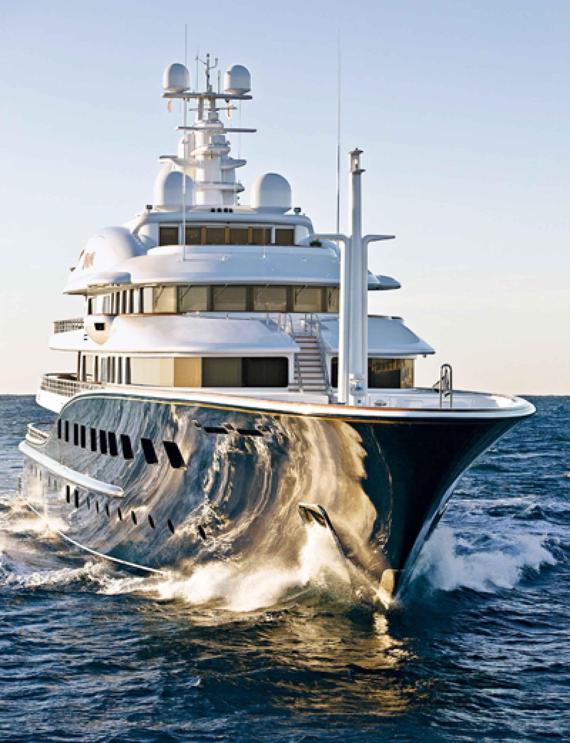 Superyachts: Cakewalk
