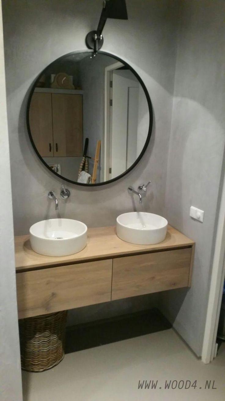 Jeder Badezimmerschrank aus Eichenholz aus unserer Lavello