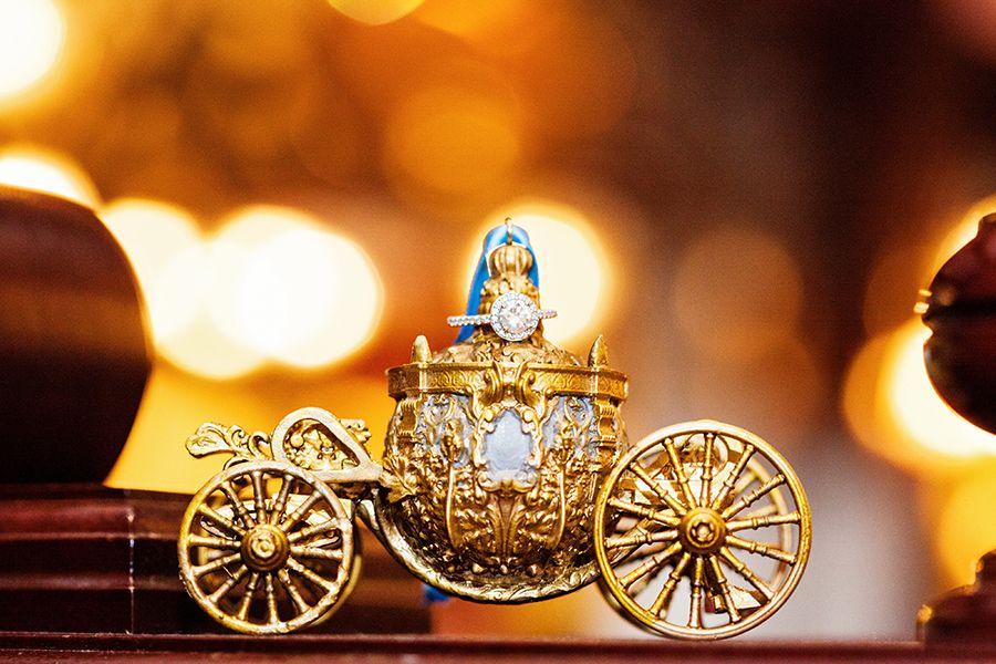 Display your wedding ring like a princess