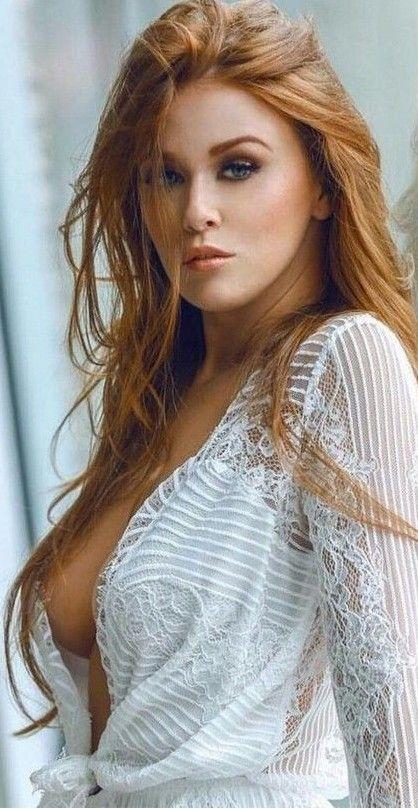 Shes saying something | Stunning redhead, Beauty, Long