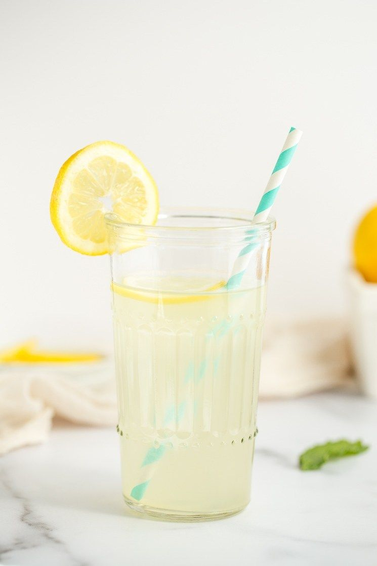 A closeup picture of a glass of lemonade. #homemadelemonaderecipes