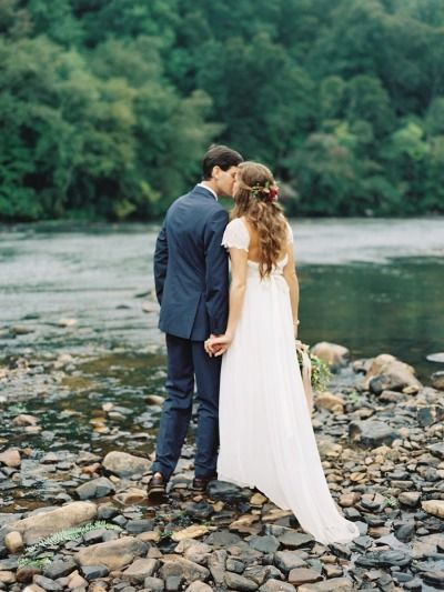 In love with this rustic wedding: http://www.stylemepretty.com/2015/01/22/rustic-outdoor-geogia-wedding/   Photography: Laura Gordon - http://www.lauragordonphotography.com/