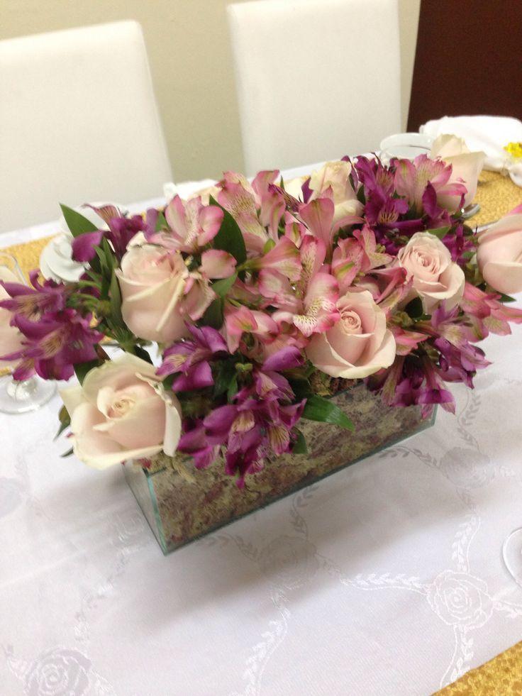 Alstroemerias y rosas en caja de cristal flores rosas - Arreglos de flores para bodas ...
