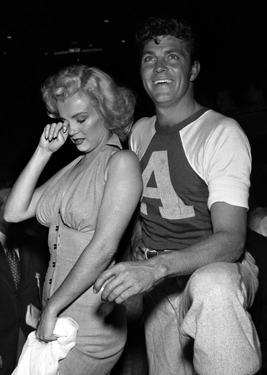 Marilynmonroevideoarchives Marilyn Monroe At A Hollywood Charity Baseball Game 1952 Marilyn Monroe Video Arch Stars De Cinema Actrice Photographies Vintages