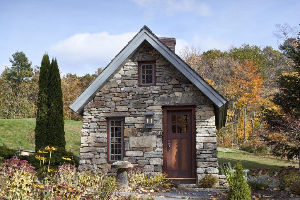 фото домиков из камня для отдыхающих входная дверь стеклопакет