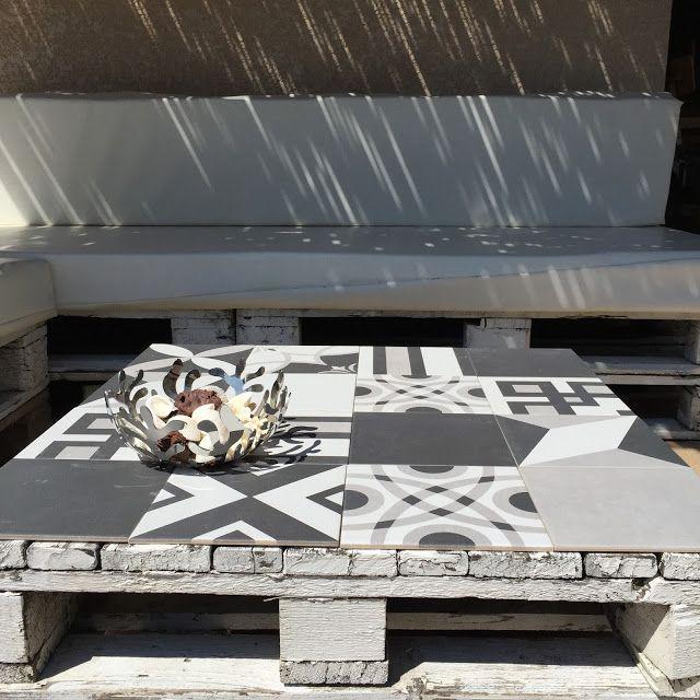 Diy Ma Table En Palettes Fait Peau Neuve Avec Des Carreaux De Ciment Table Palette Mobilier De Salon Idee Deco