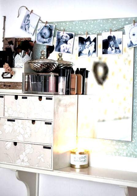 Make Up Aufbewahrung In Ikea Holzkisten Die Mit Tapeten Bedeckt