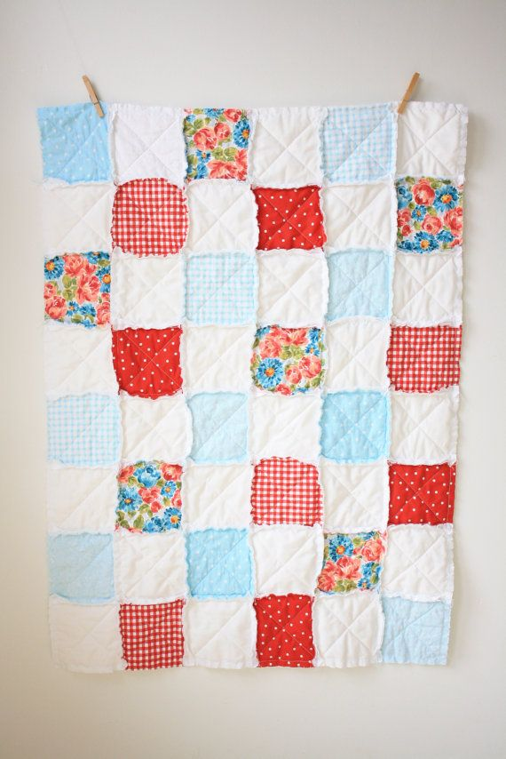 Red blue rag quilt - Floral rag quilt by SunnyMarketCo - This would be so pretty for a photoshoot!