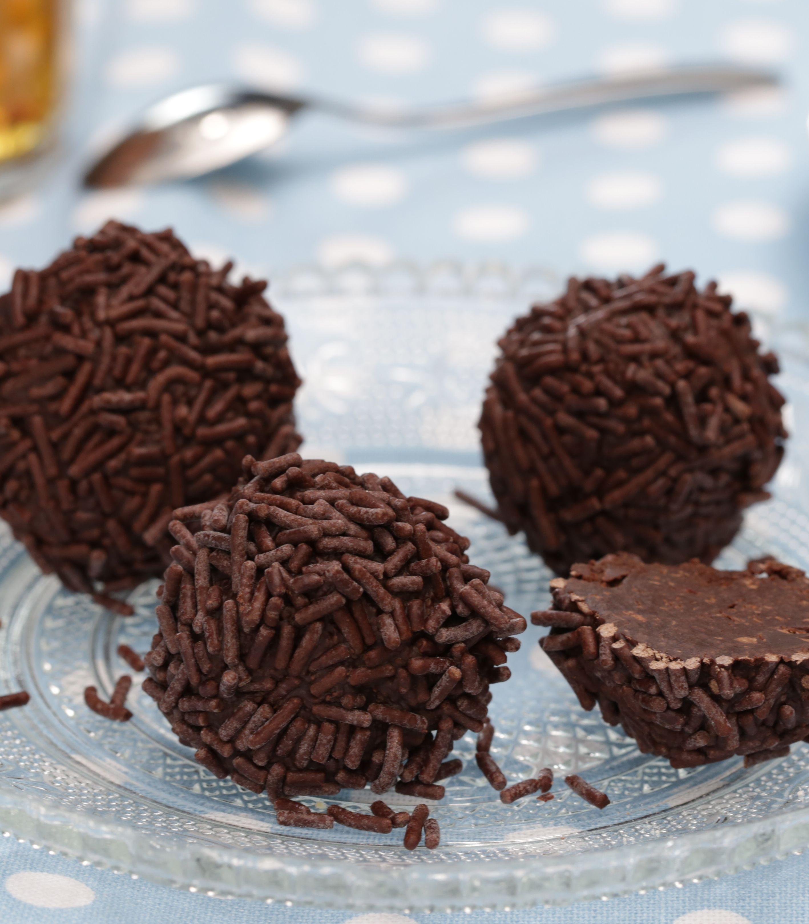 rumkugeln selber machen desserts pinterest food kuchen and truffle. Black Bedroom Furniture Sets. Home Design Ideas