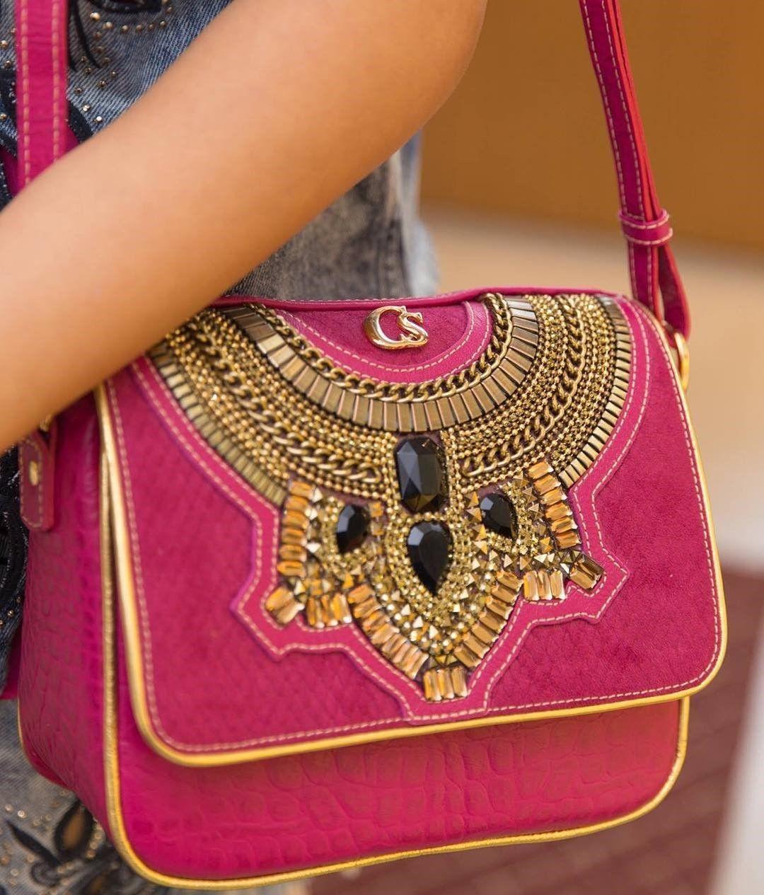 4fa84acd0f2 Bolsa PINK Carmen Steffens com bordados riquíssimos em pedrarias ...