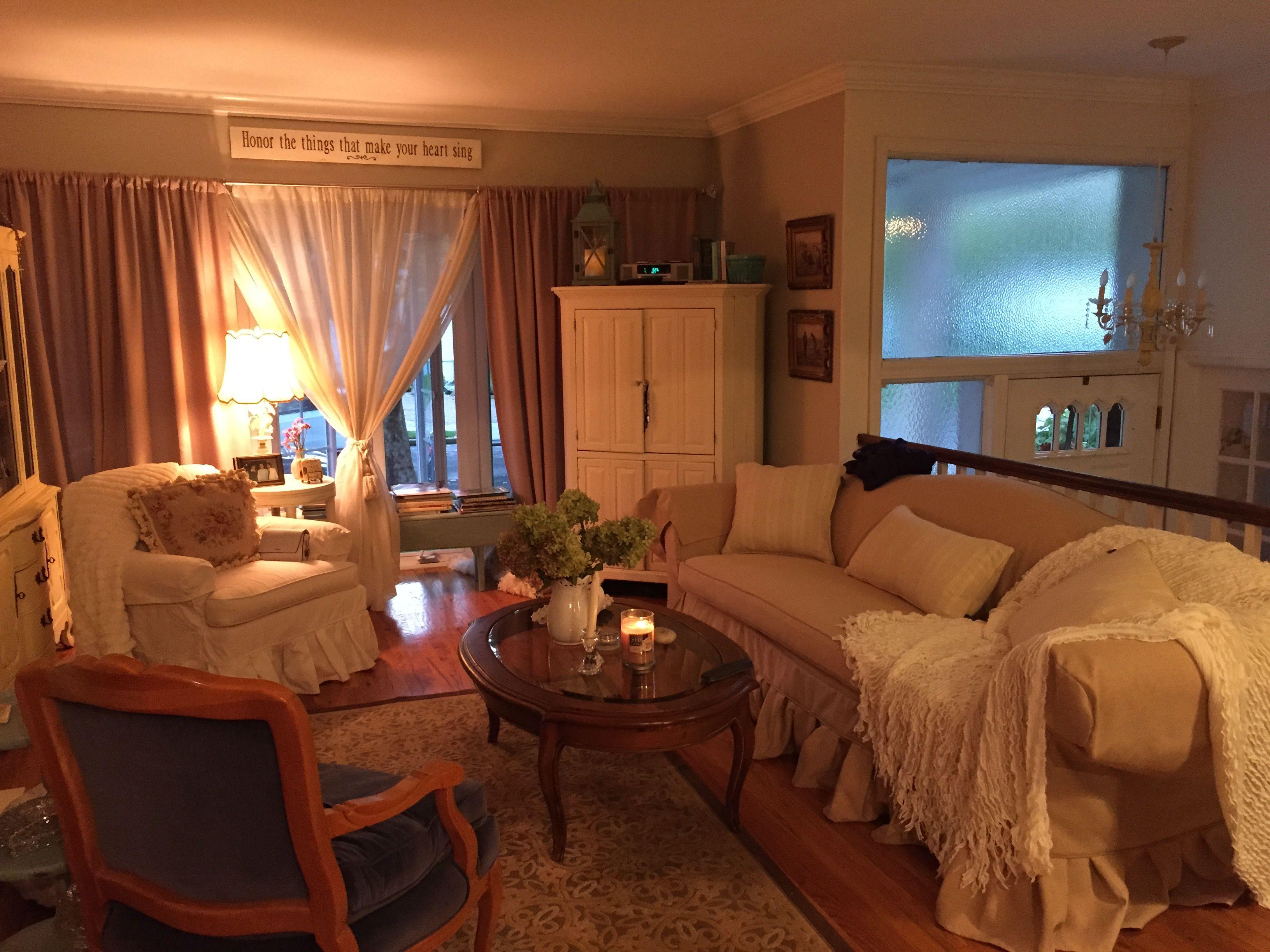 Comfy and cozy | Studio apartment decorating, Studio ...