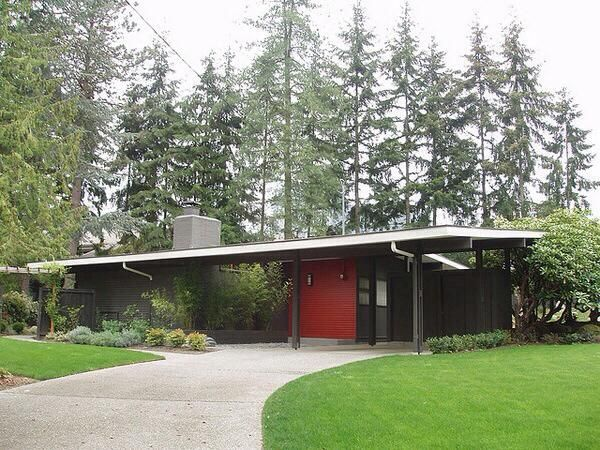 Mid Century Modern House The Accent Color Adds A Lot Of Interest