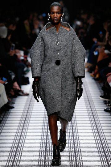 balenciaga paris fashion week herbst wintermode 2015 16. Black Bedroom Furniture Sets. Home Design Ideas