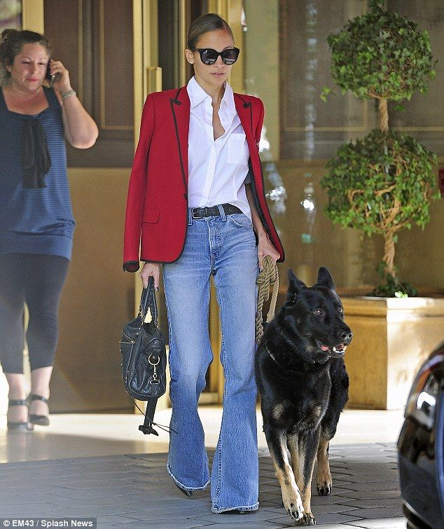 Nicole Richie harks back to the Seventies again in bell bottom ...