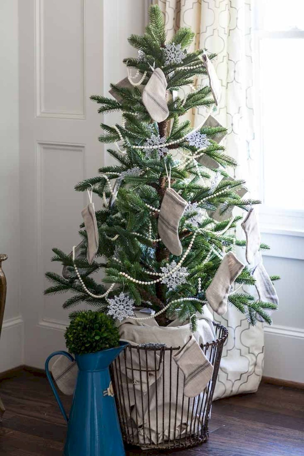 64 Modern Christmas Tree For Farmhouse Decorating Ideas Country Christmas Decorations French Country Christmas French Christmas
