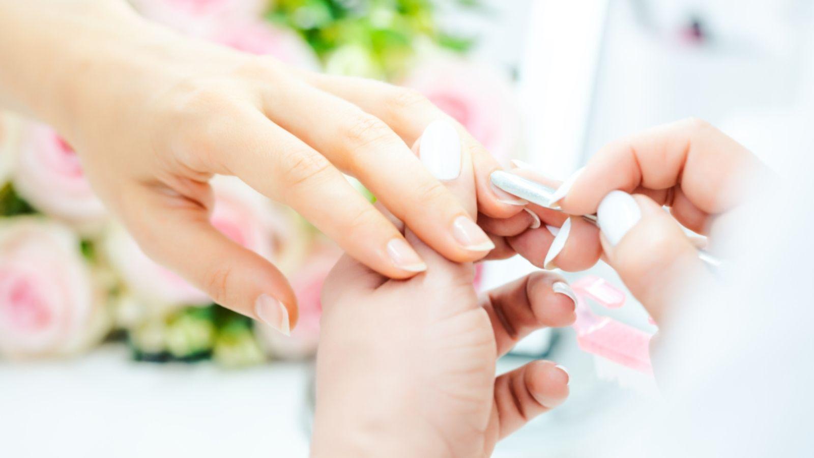 هل يعتبر الأكريليك أكثر ضررا للأظافر من الجل Manicure Beauty Parlor Beauty