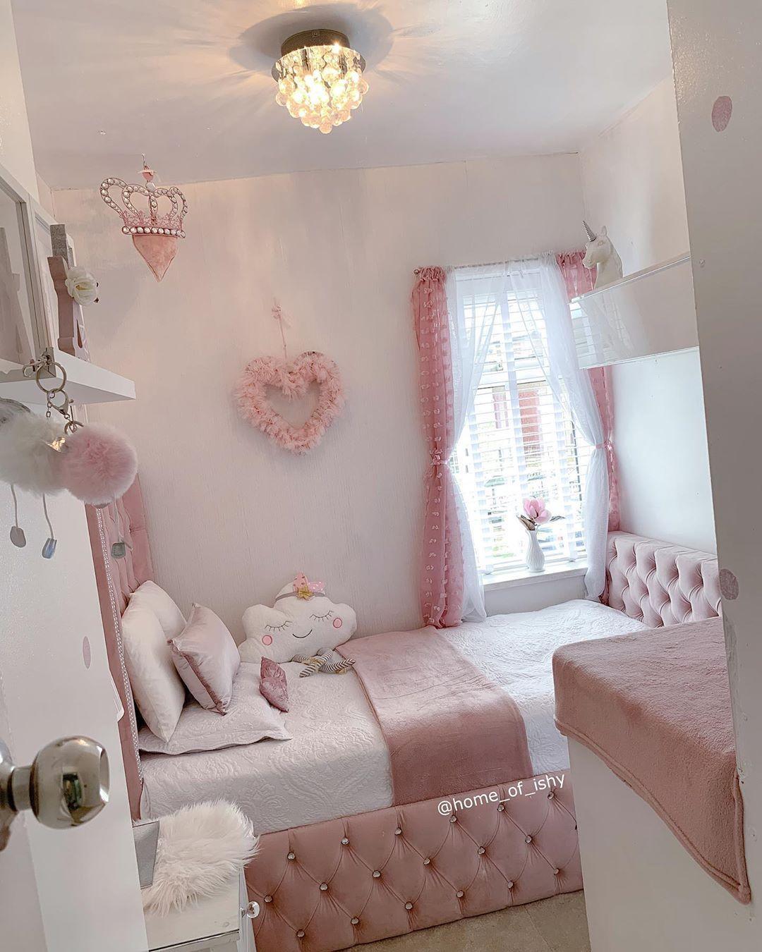 happy saturday everyone 💞 have a fab weekend  x  ——————————————————————— #greydecor #whitedecor #neutraldecor #cleanhome #bedroominspo #homesense #hom...