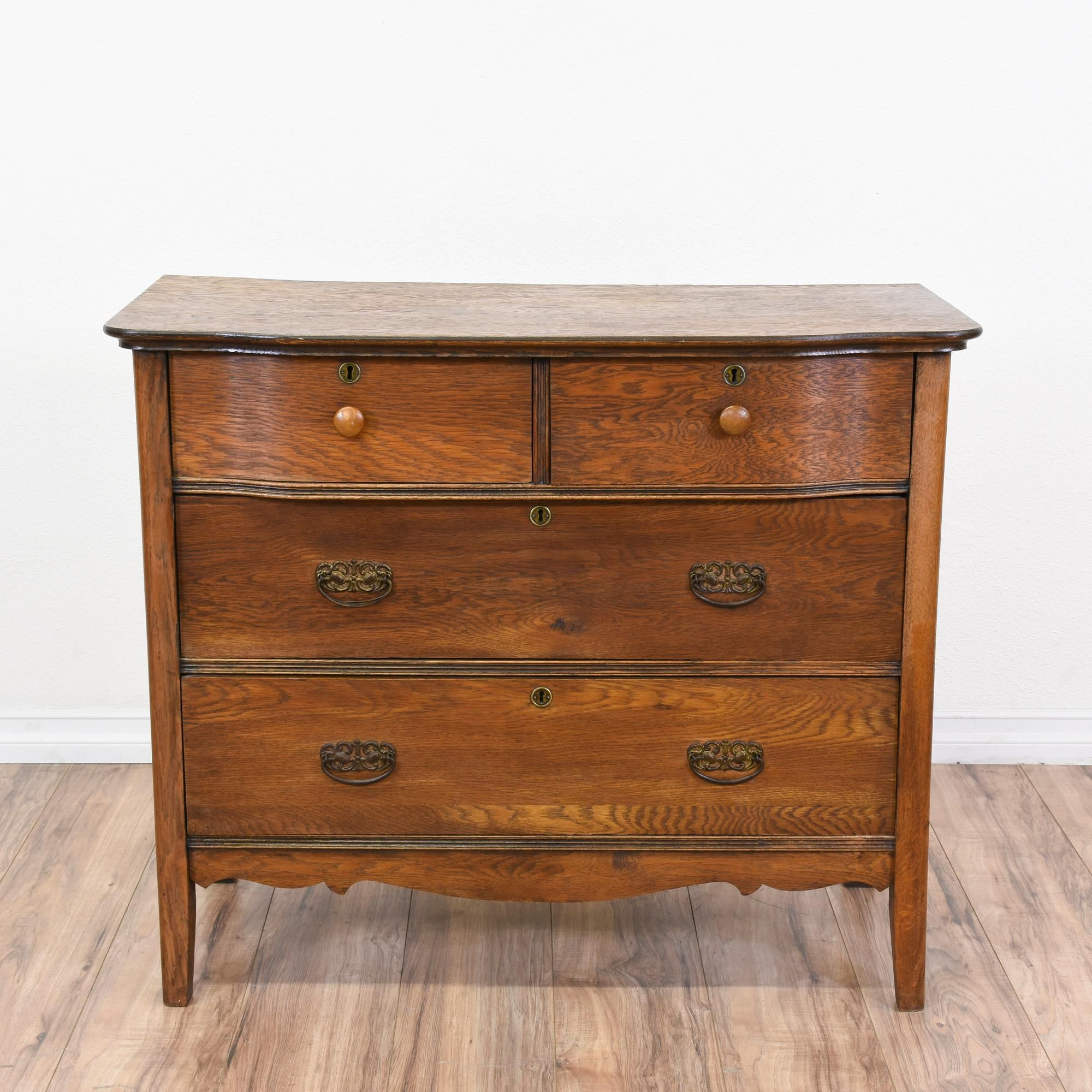 Best This Antique Dresser Is Featured In A Solid Wood With A 400 x 300