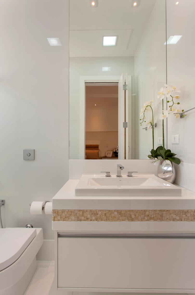 Banheiro, Branco, Bege, Pastilhas, Espelho  Banheiros  Bathroom  Pinterest -> Banheiro Branco Com Pastilhas Bege