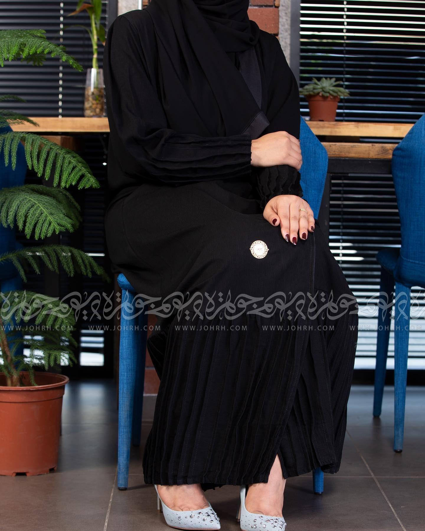 عباية شموخ كلاسيك بكسرات وجيوب رقم الموديل 1679 السعر بعد الخصم ٢٧٠ متجر جوهرة عباية عبايات ستايل عباية Maxi Dress Fashion Dresses