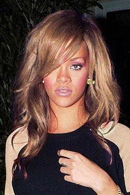 Honey Blonde Side Swept Medium Length Hair Rihanna Honey
