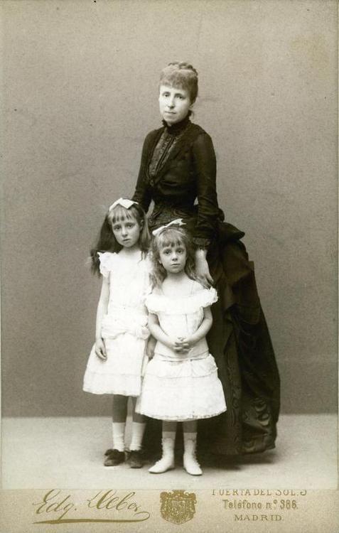 reina maría cristina y sus hijas
