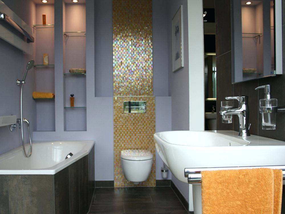 Grundriss Badezimmer 12qm Mit Schimmernden Mosaikfliesen Erhalt Das Bad Einen Raffinierten Hin Bathroom Design Small Bathroom Design Minimalist Small Bathrooms