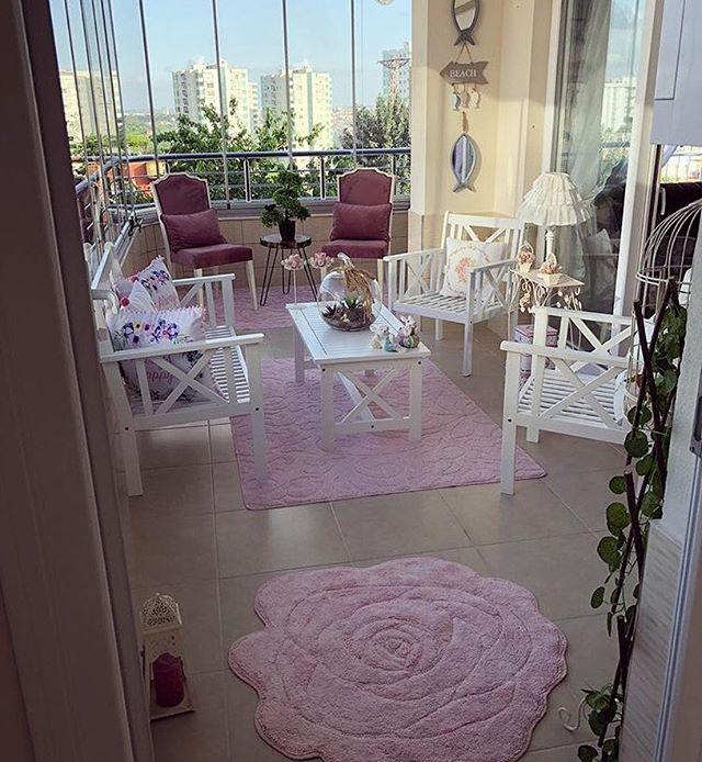 @_nsrmzn_ hanımın balkonu iç mekan dekoru gibi yine renk ve desenlerin bir araya geldiği bir neşe köşesi. Tüm kareler evgezmesi.com'da! (Profilimizdeki linke tık) #evgezmesi #evgezmesicom #kleinerbalkon