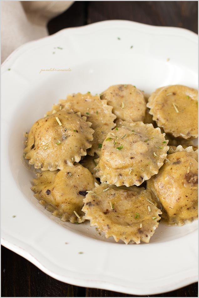 Ravioli con funghi e castagne al burro di nocciole - Mushroom chestnut ravioli with hazelnut butter