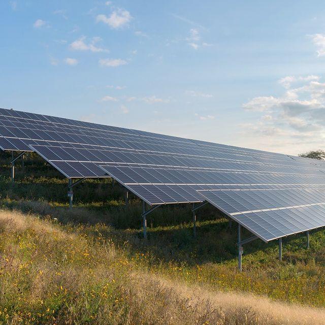 Dte Plans 10 Acre Solar Array In Detroit Solar Acre Solar Panels