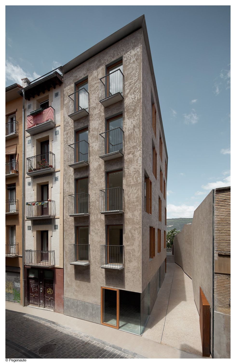 Hic arquitectura pereda p rez arquitectos edificio de viviendas en la calle descalzos - Arquitectos en pamplona ...