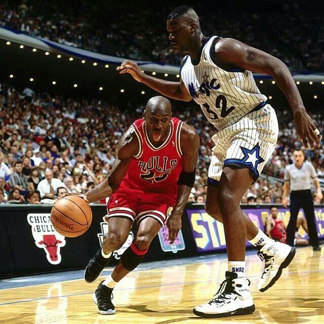 Michael Jordan fooling Shaquille O'Neal :p