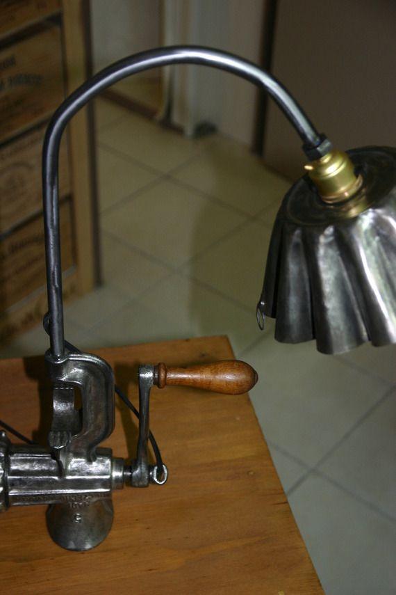 Ancien hachoir à viande transformé en lampe | Lampe bois