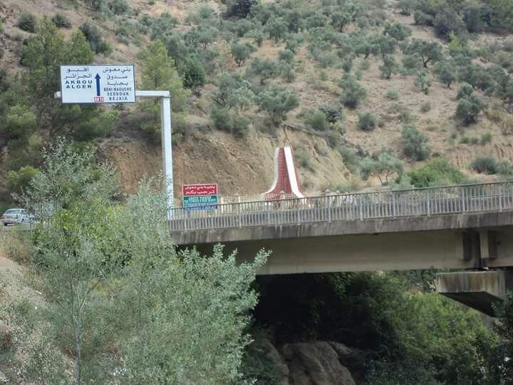 Le pont de Oued Boussellem qui emmène vers Ith Maouche(Béjaia).