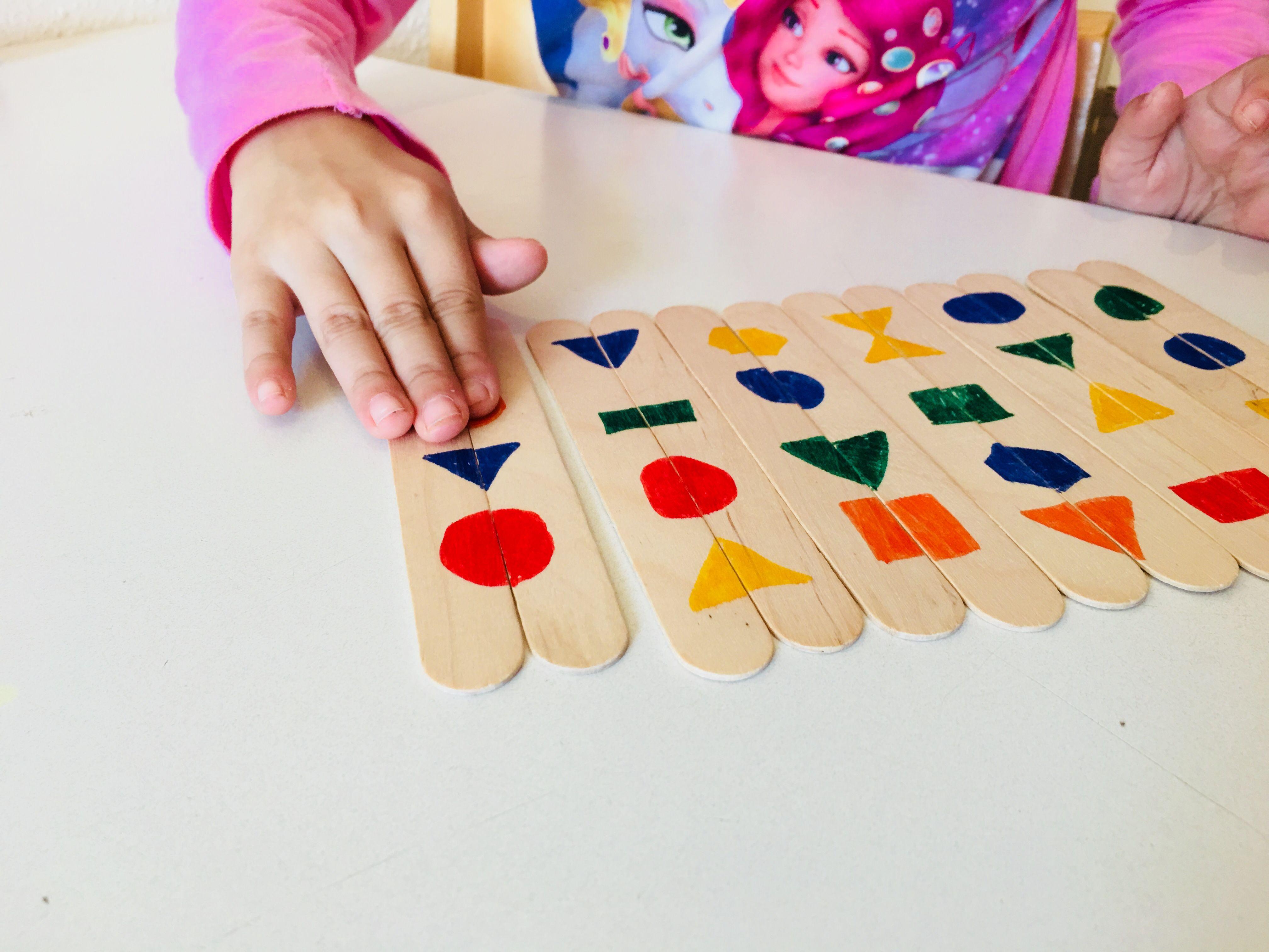 Formen finden mit Eisstielen - Mit Kindern spielen
