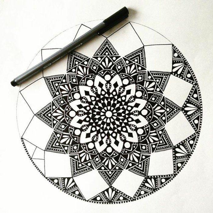 Bilder Zum Ausmalen Ein Detailiertes Bild Schwarzes Stift Tiangelformen Quadratische Formen Runde F Mandala Malen Anleitung Mandala Kunst Zeichentechniken