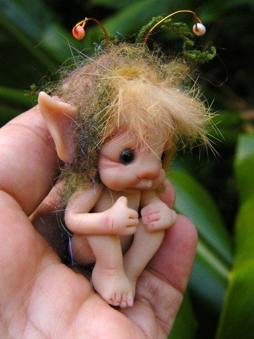 sweet tiny baby fairy fairie with nest por throughthemagicdoor