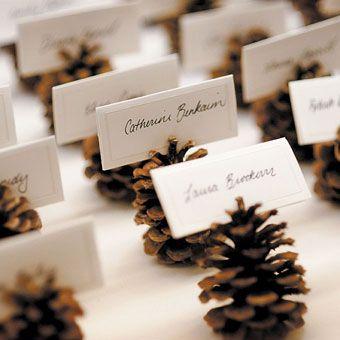 Pinecone placecards for Thanksgiving — easy & fun. #christmasweddingideas