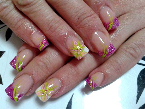 Uñas de acrílico decoradas con pintura acrílica | Uñas ...