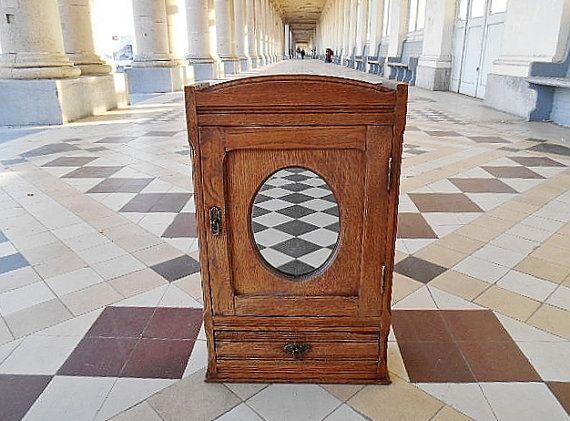 Vintage Badkamer Spiegel : Antique bathroom cabinet rustic bathroom by memoryofthepast new