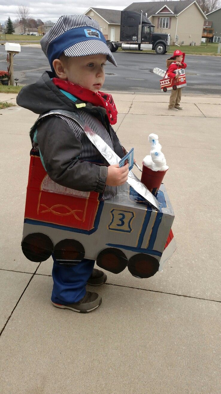 homemade halloween costume. conductor costume. train made out of a